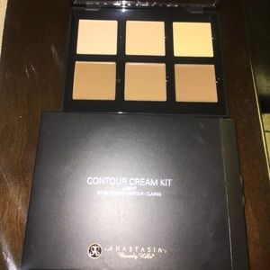 Anastasia Beverly Hills contour Cream Kit (Light)